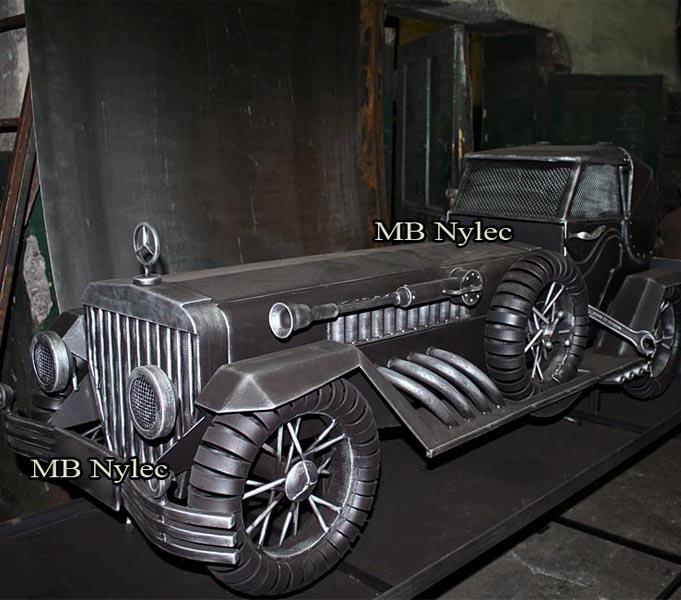Samochód kowalski ze stali mercedes retro