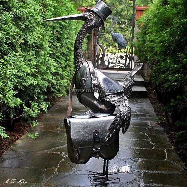 Skrzynka na listy - bocian listonosz - rzeźba z9