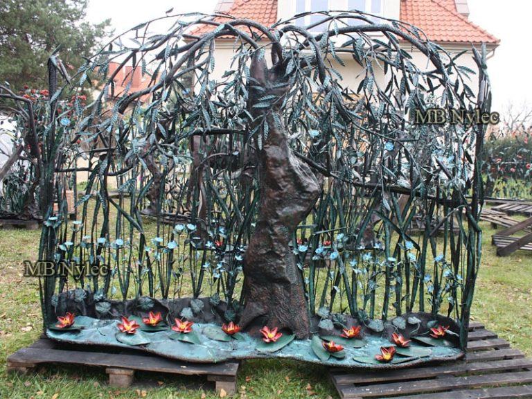 kute ogrodzenia z drzewami kowalstwo artystyczne