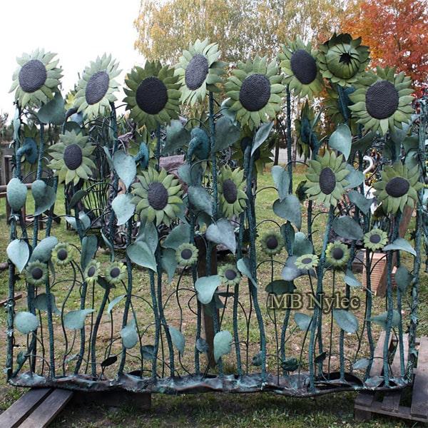 kute przęsło ogrodzeniowe ze słonecznikami