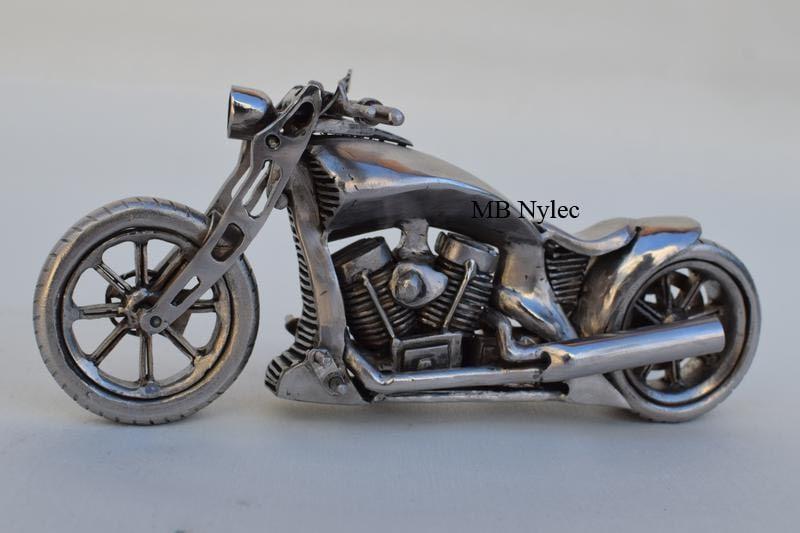 Stalowe figurki motorów