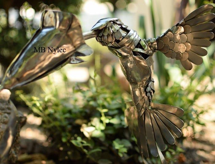 figura ze stali nierdzewnej koliber i kwiat