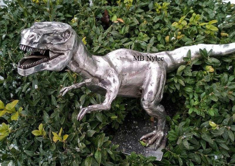 figury ze stali tyranozaur