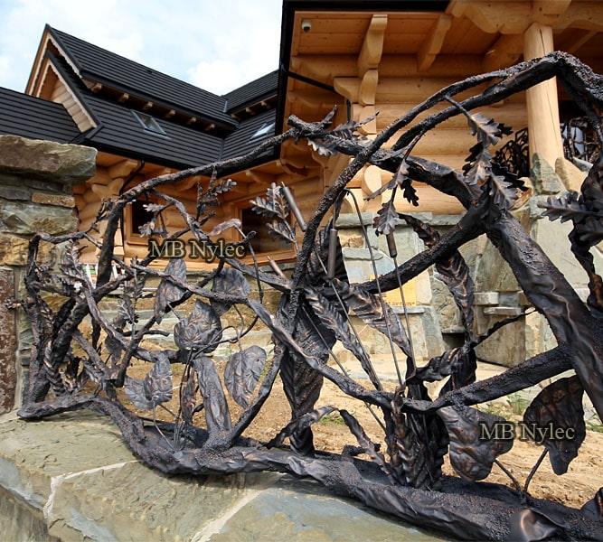 ogrodzenie do domu drewnianego