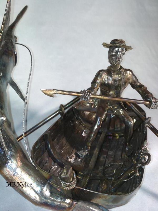 rzeźba stalowa rybak na łodzi