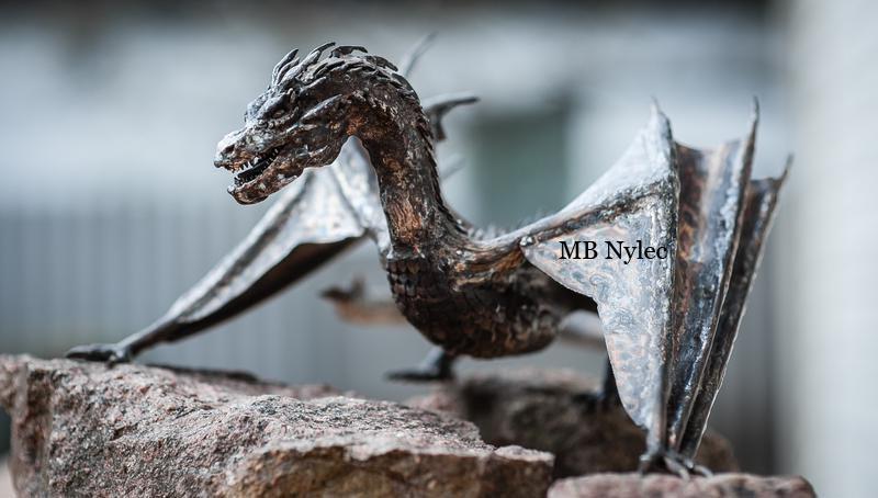 rzeźba ze stali smaug smok