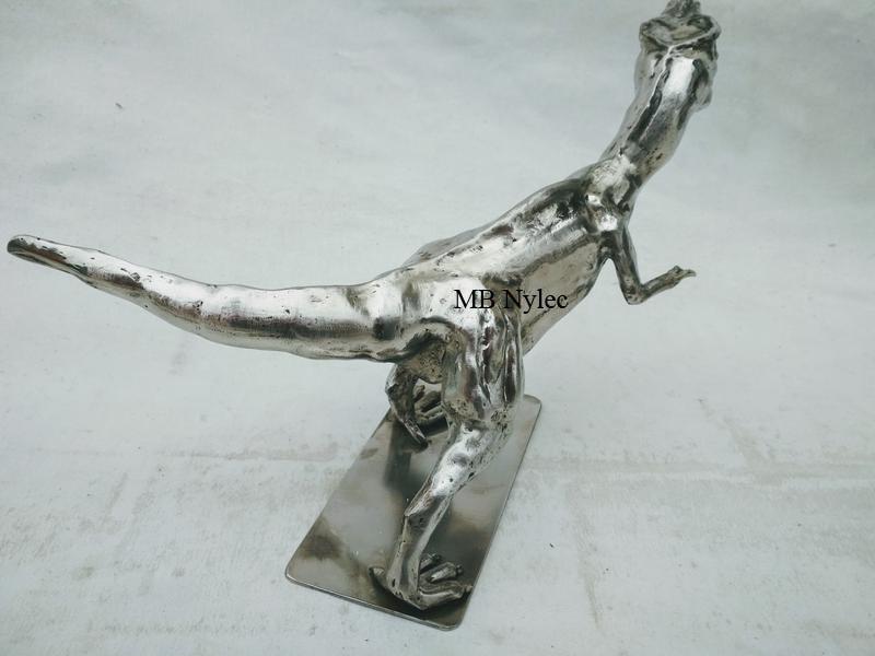 rzeźby stalowe tyranozaur
