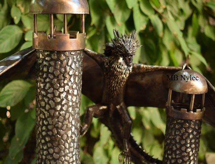 smok na wieżach figura ze stali inox