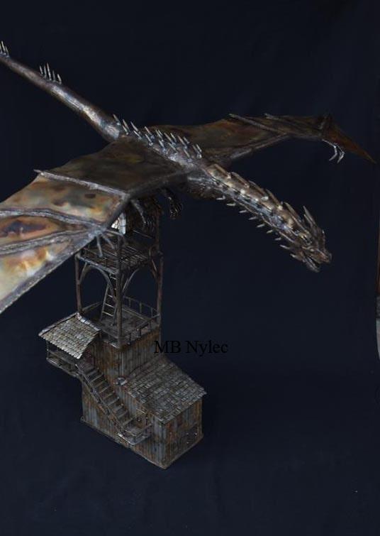 smok na wieży figura ze stali