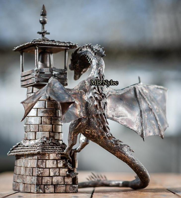 smok na wieży gra o tron rzeźba