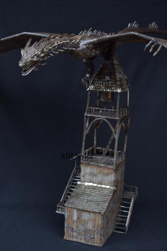 smok smaug na wieży figura
