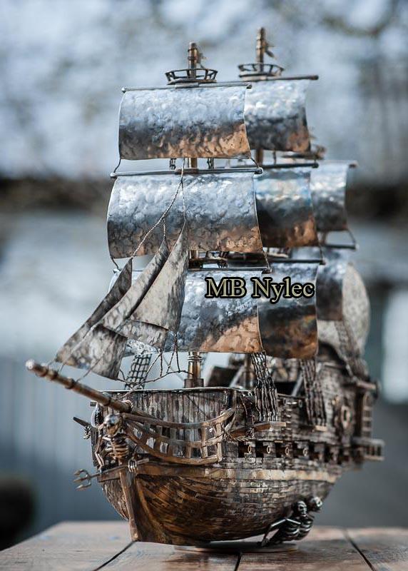 statek - figura z nierzewnej stali