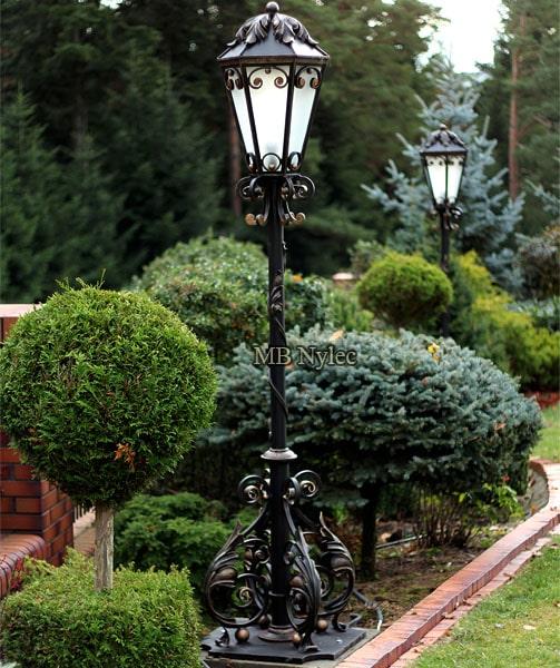 Wysokie latarnie kute Ekskluzywne lampy ogrodowe