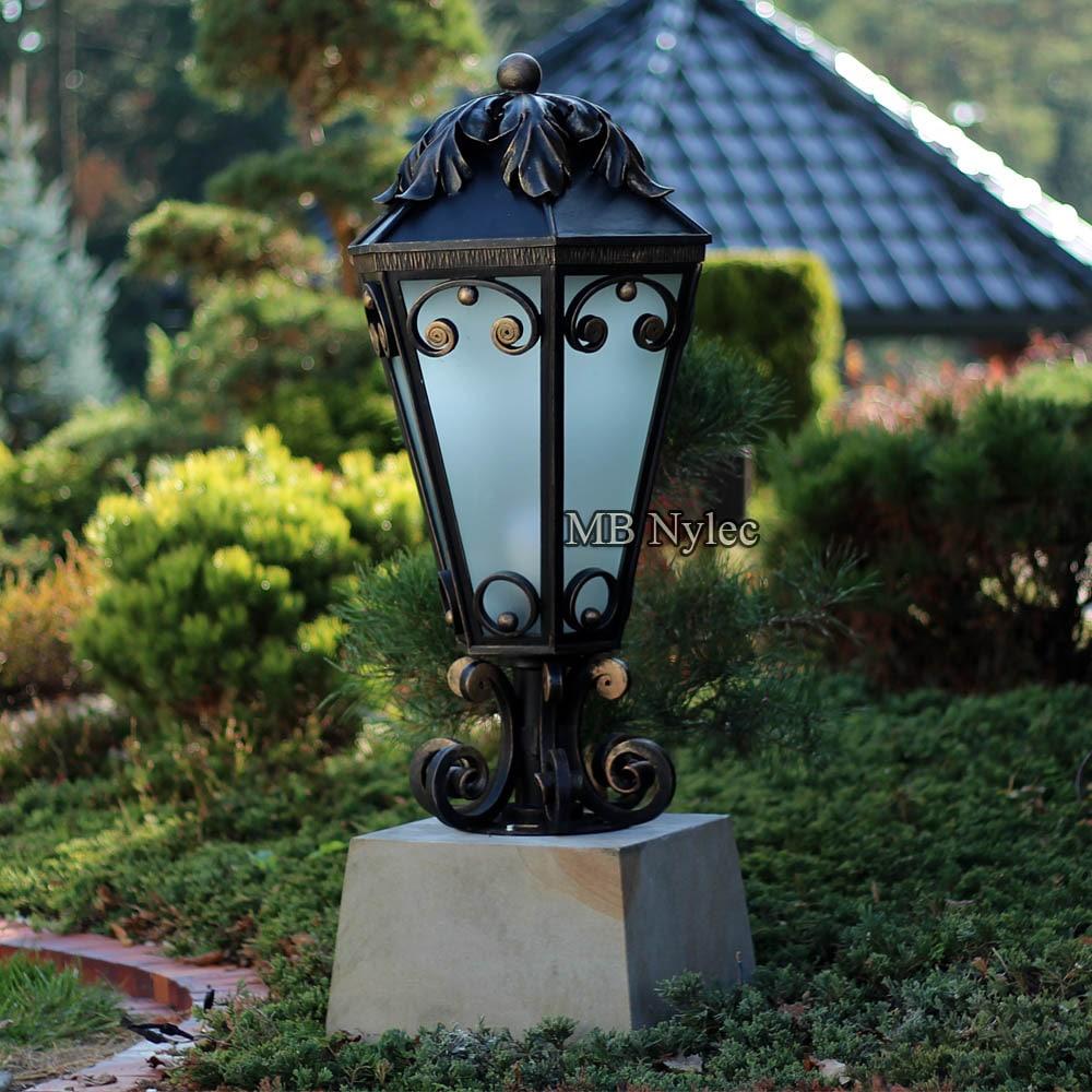 Wyjątkowa lampa kuta do ogrodu glamour
