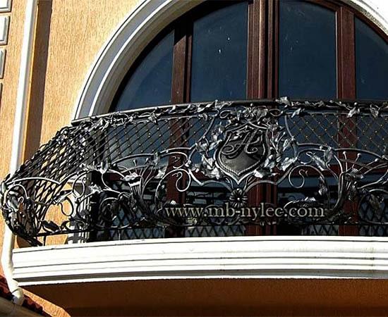 balustrada balkonowa z herbem