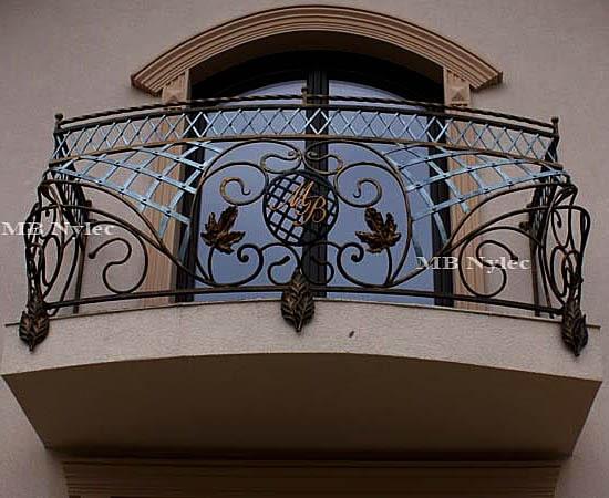 balustrada balkonowa z inicjałami