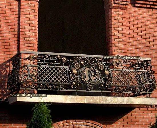 masywna balustrada balkonowa