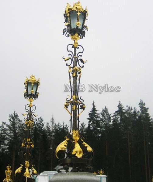 Lampa ogrodowa z akantami